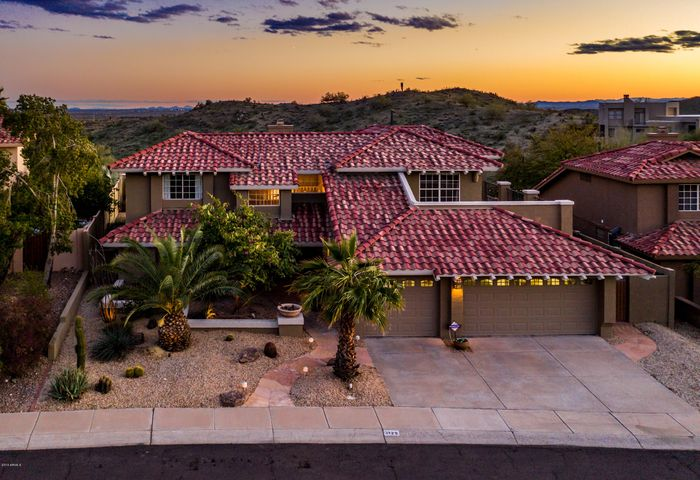Amazing views with a fantastic location! Minutes from Sky Harbor International Airport.