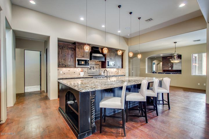 Enormous Kitchen Island/Breakfast Bar!!