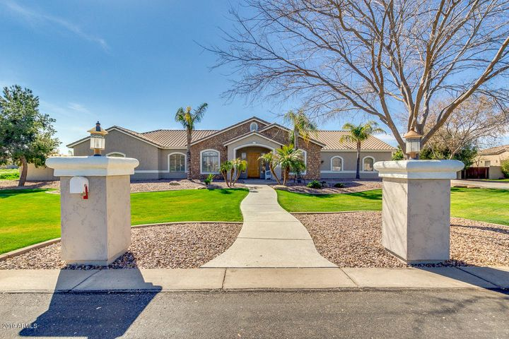 2655 E COUNTRY SHADOWS Court, Gilbert, AZ 85298