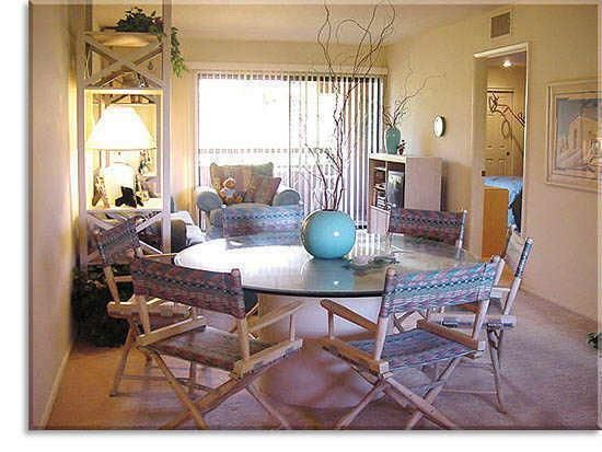 Spacious Great Room with large dining table for six!
