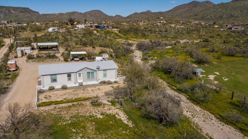 2438 W WHITE SPAR Road, New River, AZ 85087