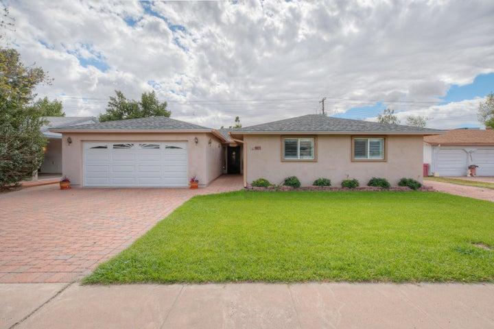 6231 E EARLL Drive, Scottsdale, AZ 85251