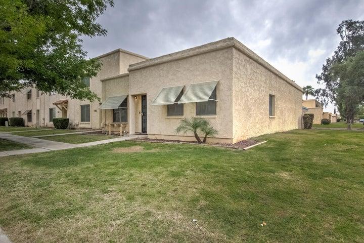 5702 N 44TH Drive, Glendale, AZ 85301