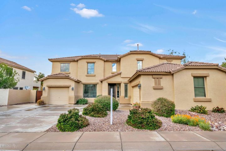Great curb appeal, low maintenance front yard