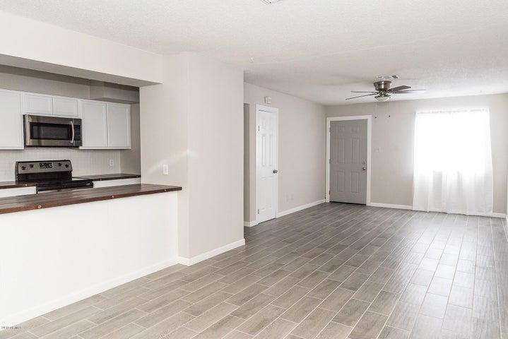 6736 W HAZELWOOD Street, Phoenix, AZ 85033