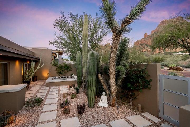 5941 N ECHO CANYON Lane, Phoenix, AZ 85018