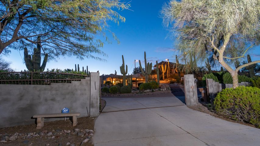 Enter into your own South West Desert Oasis!