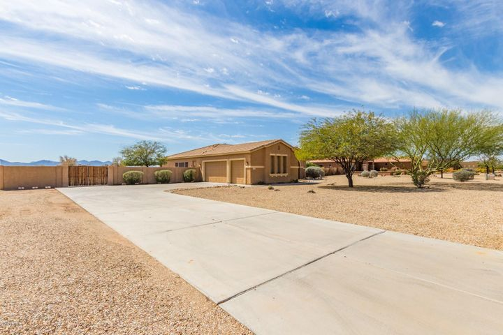 22745 W MARK Lane, Wittmann, AZ 85361
