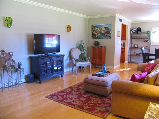 Hardwood floors & crown molding