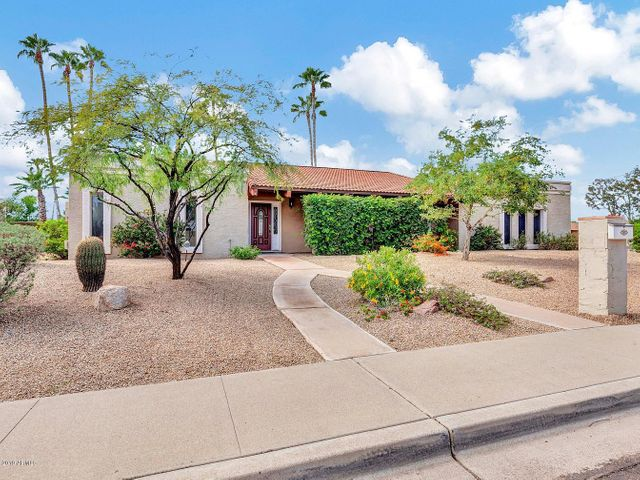 Gorgeous curb appeal just a short walk from Sereno Park.