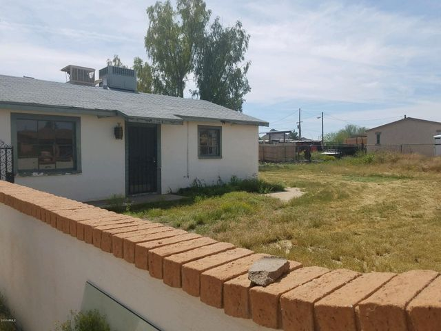 Approximately 1 acre, Water, Power, on Property. Septic on Property. City Sewer at street, NO HOA, R-3 zoning. Lowest priced lot in North Phoenix. Build 4 houses or 15 multi units. 1 Block North of Bell Roadl, 2 bedroom, 1 bath, living room, kitchen