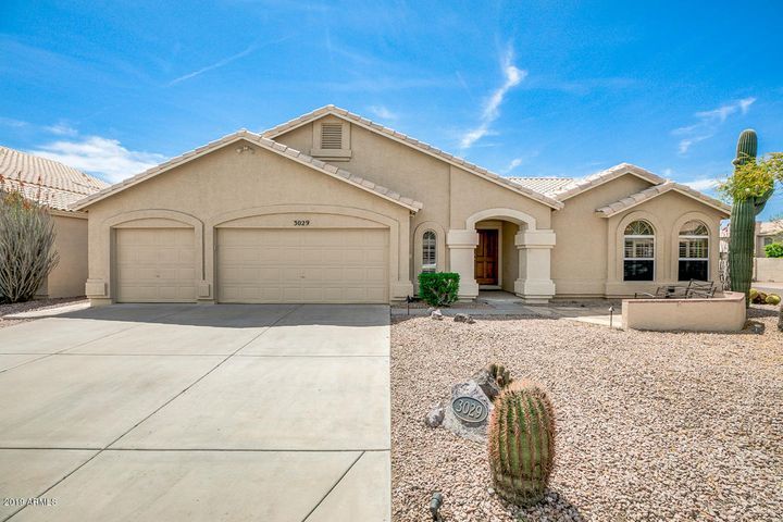 Fantastic family home in the heart of Mountain Park Ranch.