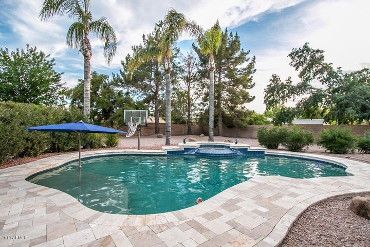True play pool with basketball, badmitton, heated spa, umbrella for summer lounging
