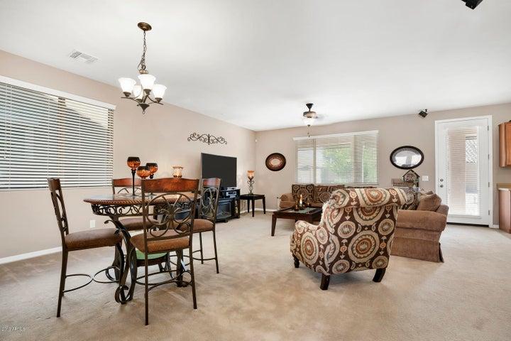 813 W DESERT GLEN Drive, San Tan Valley, AZ 85143