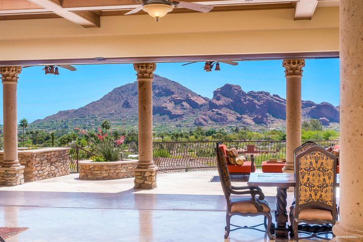 Breathtaking Camelback Mountain View! Picture Framed through wall-to-wall telescoping Doors!