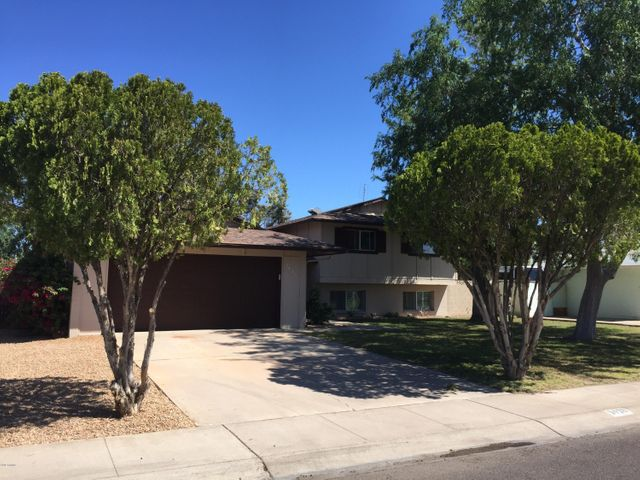 Fabulous tri-level close to everything at 35th Ave & Thunderbird Road.