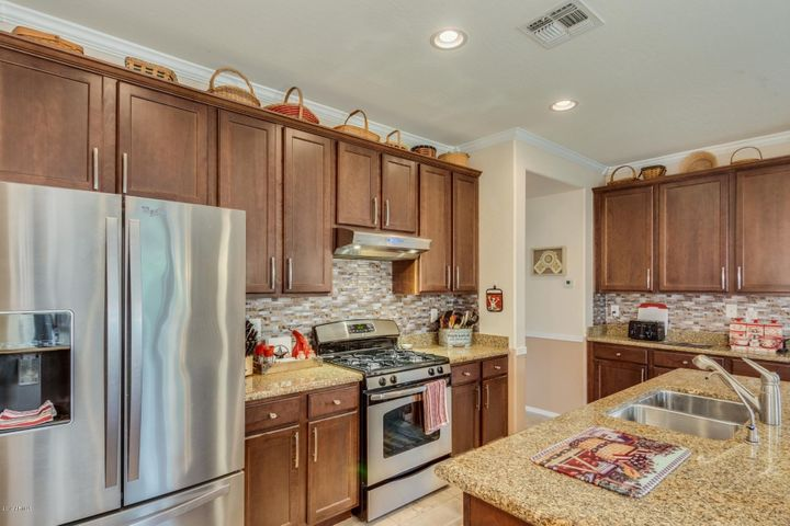 18631 W VOGEL Avenue, Goodyear, AZ 85338