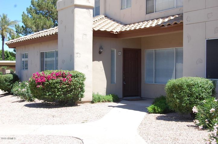 Welcoming entry, spacious corner unit!