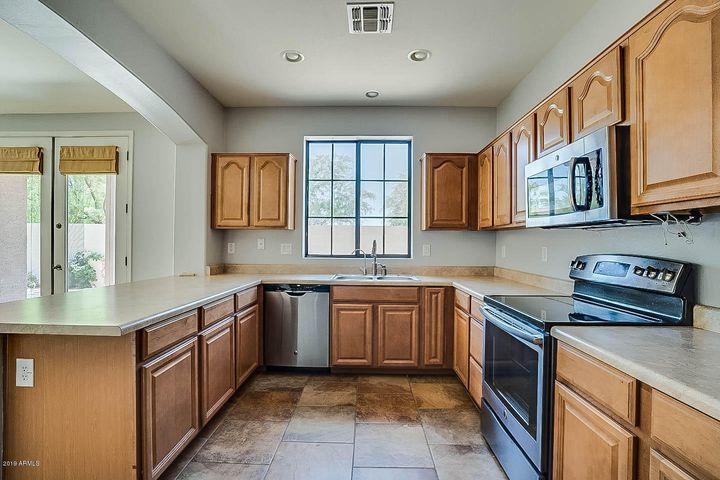 2385 W SLEEPY RANCH Road, Phoenix, AZ 85085