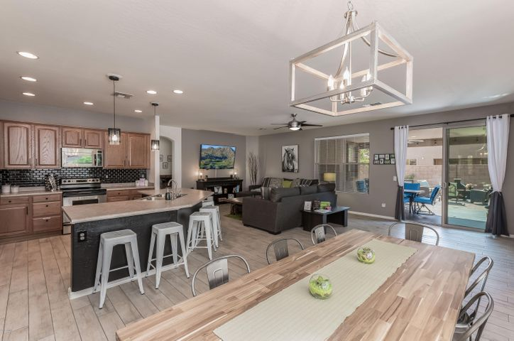 Open concept, ideal for entertaining!