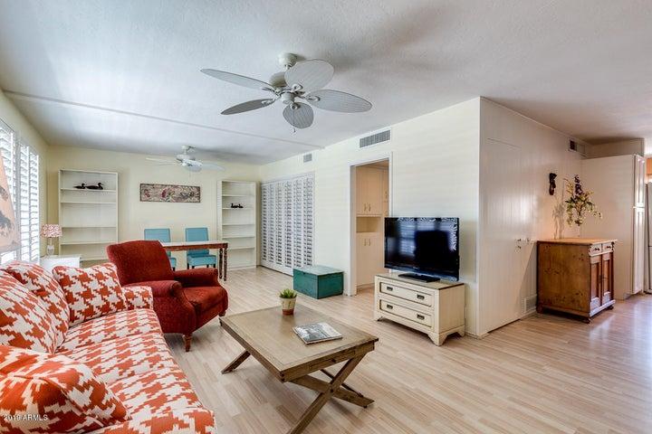 520 W CLARENDON Avenue, E-20, Phoenix, AZ 85013