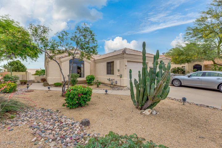 Fountain Hills 2 bedroom 2 bathroom, Gemini home is perfect for a quiet, centrally located investment property/primary residence or winter home.
