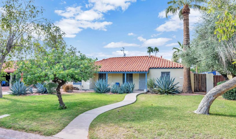 1524 W EARLL Drive, Phoenix, AZ 85015