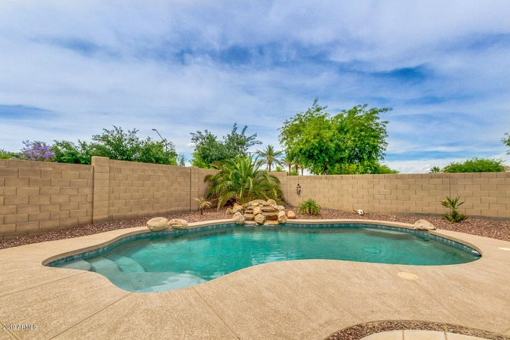 18354 W CHERYL Drive, Waddell, AZ 85355