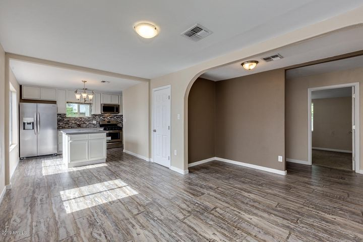 205 E KINDERMAN Drive, Avondale, AZ 85323