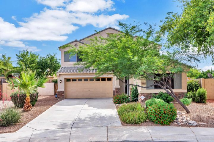 2820 E CHARLOTTE Drive, Phoenix, AZ 85024
