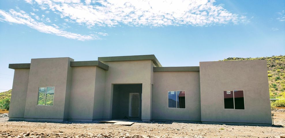 42812 N 12th Street, New River, AZ 85087