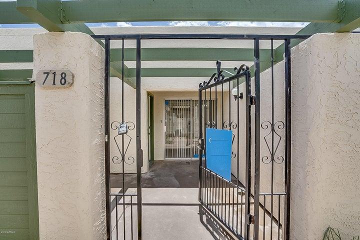 718 S LEBANON Lane, Tempe, AZ 85281