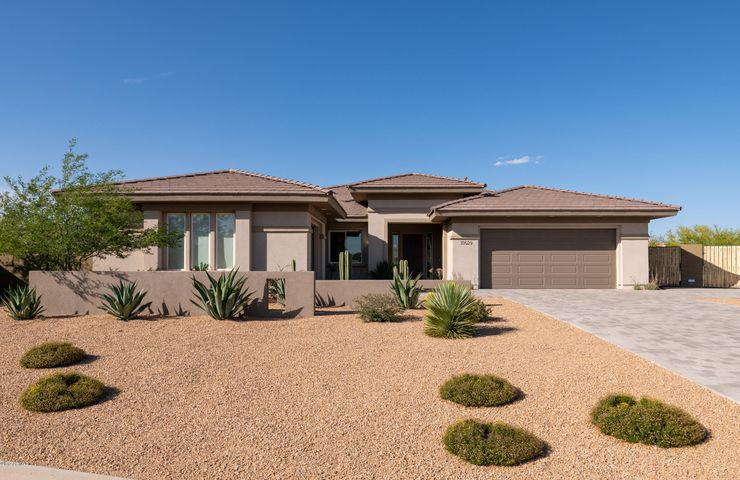 39029 N COURAGE Court, Anthem, AZ 85086