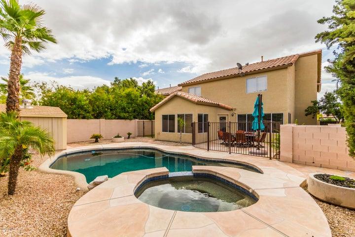 Refreshing pool & spa
