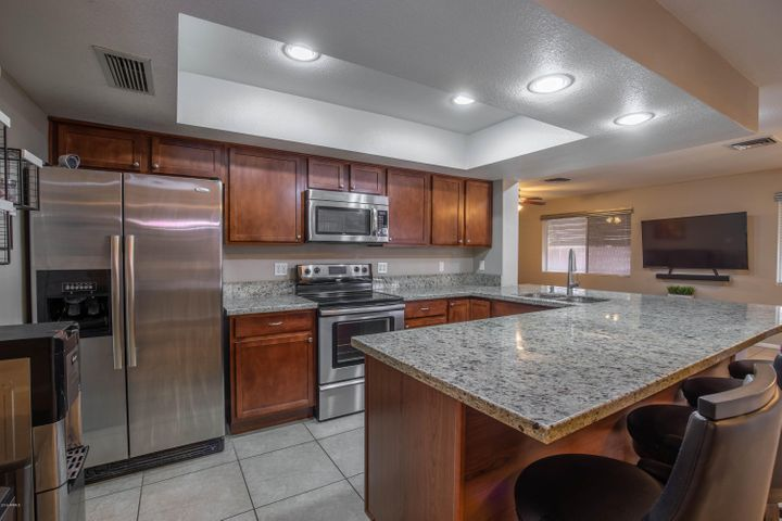 4137 W GARDEN Drive, Phoenix, AZ 85029
