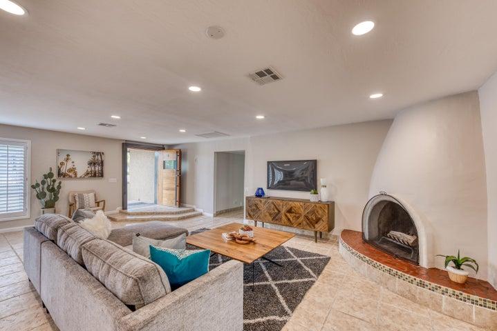 2035 E GARDENIA Avenue, Phoenix, AZ 85020