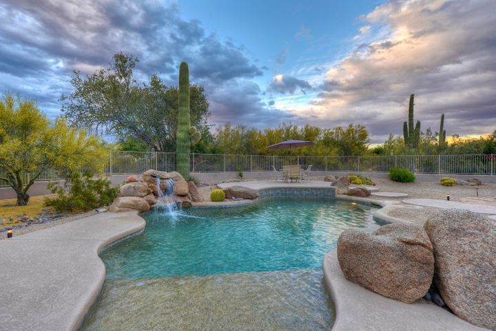 Amazing yard! Over an Acre in a Prime Scottsdale neighborhood!