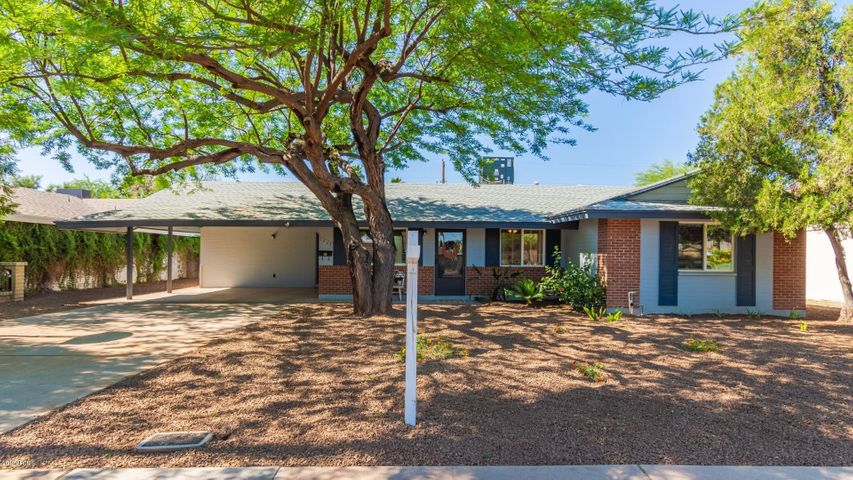 Welcome home, Single level, 4 bedroom, block home with diving pool.