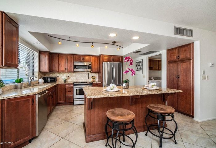 Gourmet Kitchen for Entertaining!