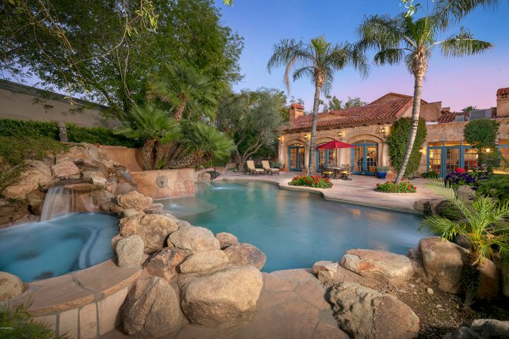 55 Biltmore Estate, Phoenix, AZ 85016