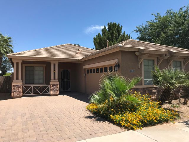 Close to Shopping, Restaurants, more!