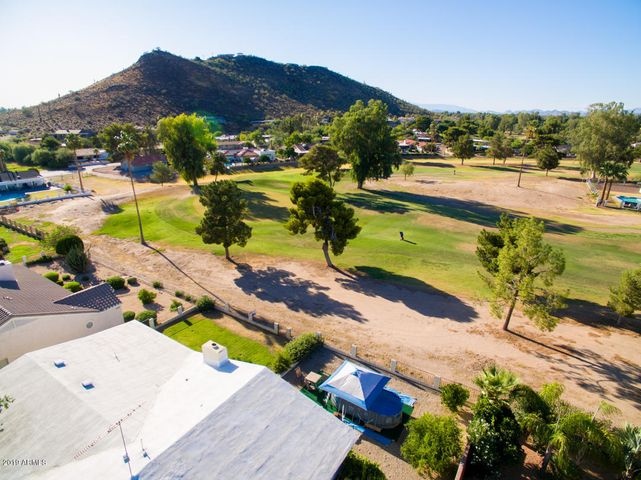 Overview 7th Green/Mountain