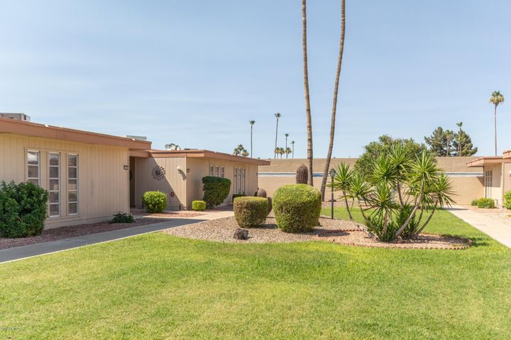 10918 W COGGINS Drive, Sun City, AZ 85351