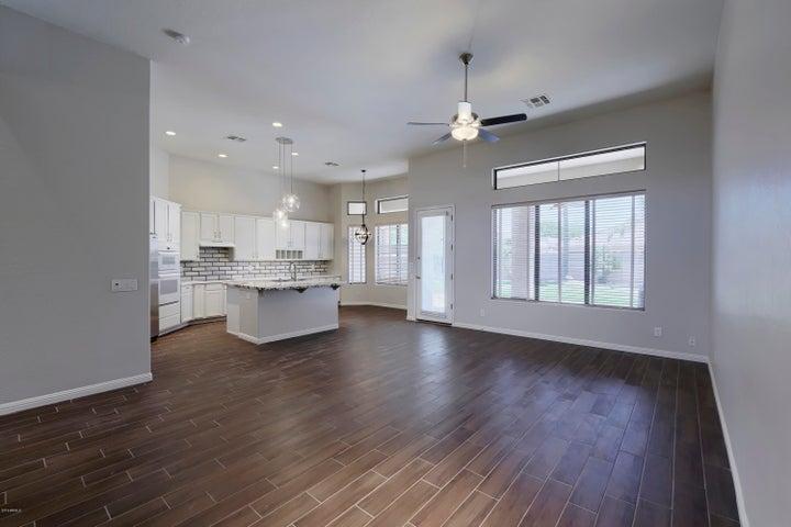 4809 E CIELO GRANDE Avenue, Phoenix, AZ 85054