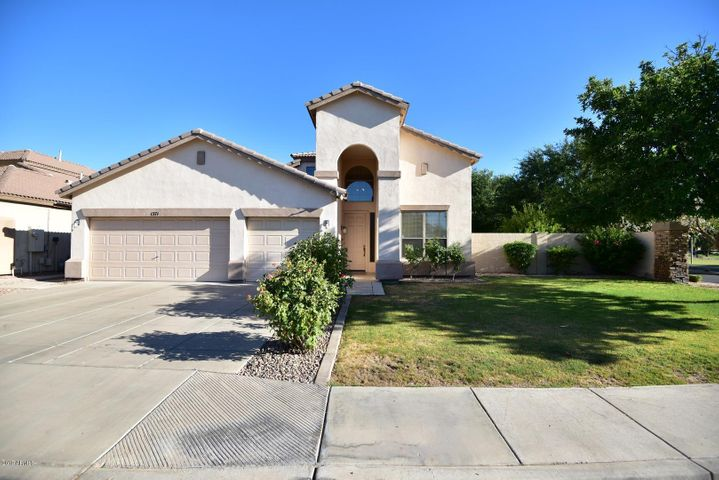 1371 E FAIRVIEW Street, Chandler, AZ 85225