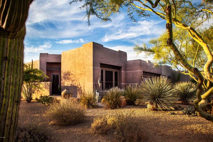 CONTEMPORARY STYLE WITH MATURE LANDSCAPE
