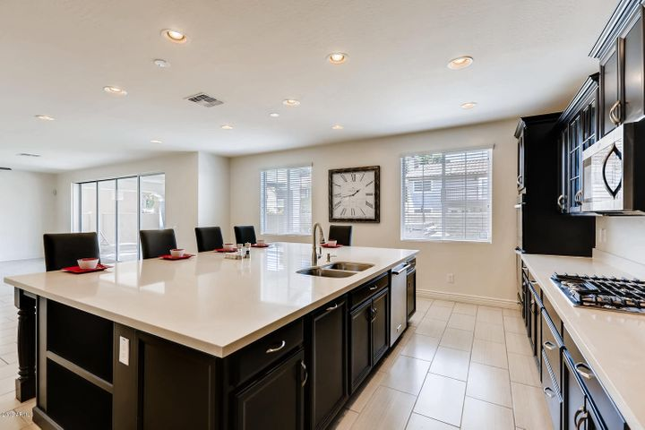 Professional size kitchen for all kinds of cooking.