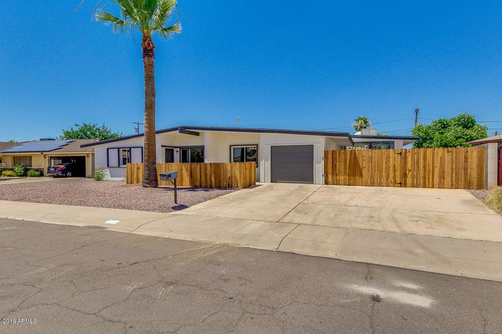 2110 W GREENBRIAR Drive, Phoenix, AZ 85023