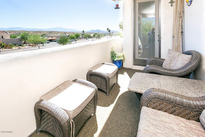 Balcony with views of Four Peaks and Superstitions