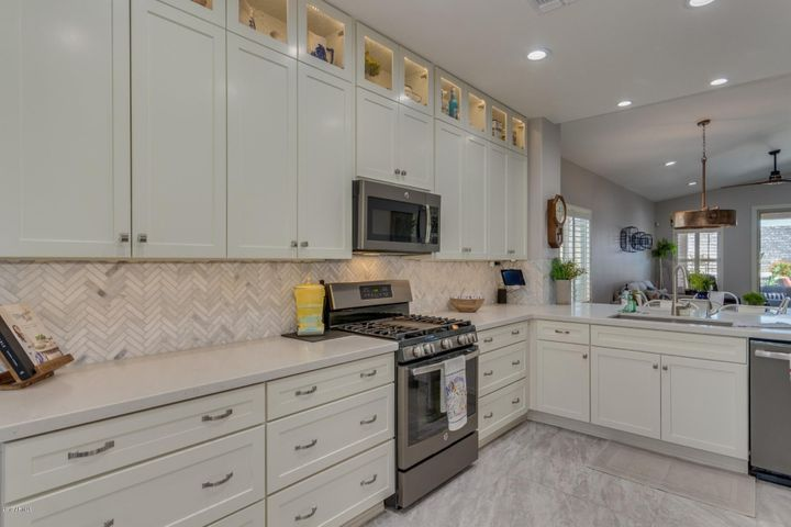 Upper and lower cabinet lighting.